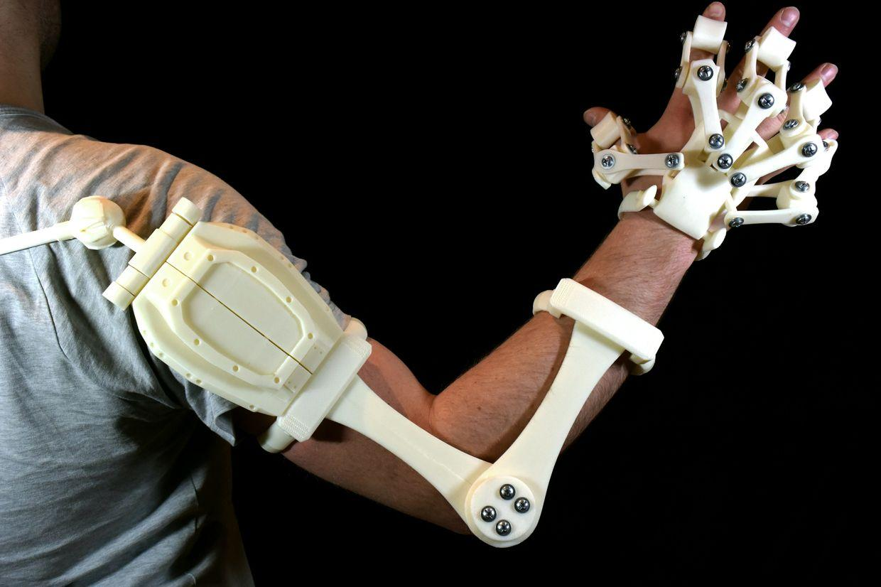 alex czech�s 3d printable exoskeleton hands are now