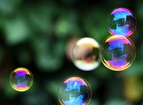 blow 14,000 bubbles per minute with this 3d printed 'bubble bucket