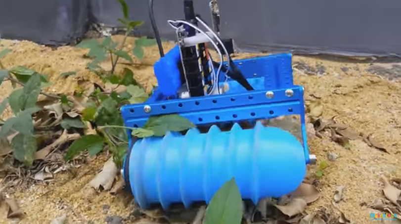 3D Printed Screw-Propelled Toy Vehicle Makes a Splash on Instructables