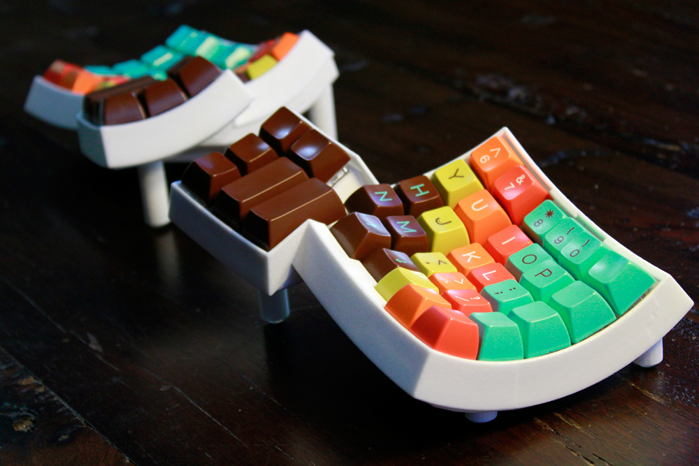 Matt Adareth's 3D Printed Dactyl Keyboard is Colorful, Ergonomic, and Funky