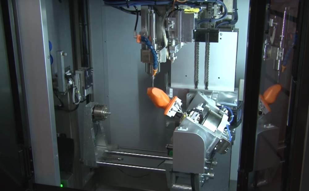 The 5-axis 3D printer also has a milling tool.