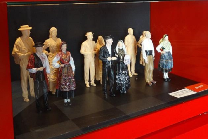 Traditional Portuguese Dress Preserved in Beautiful 3D Printed Figures from Diverte