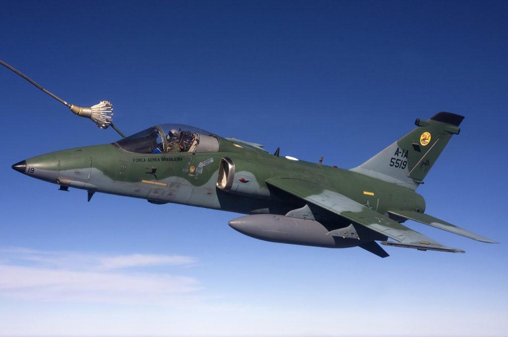 brazilian_air_force_amx_air-to-air_refuelling