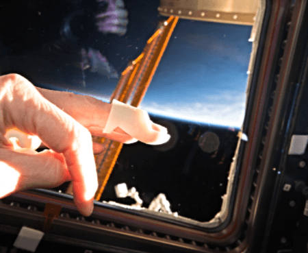3d-printed-custom-mallet-finger-splint-in-space