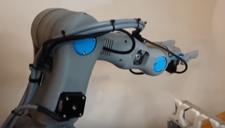 Roboteurs Remix a 3D Printed Six-Axis Robot