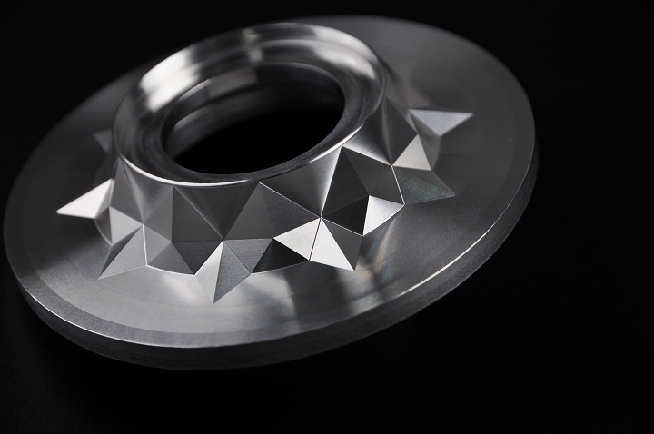 WayKen Uses Aluminum and CNC Machining to Create Automotive Reflector Prototypes